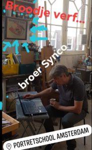 Synco is Broodje Verf aan het voorbereiden bij Portretschool Amsterdam
