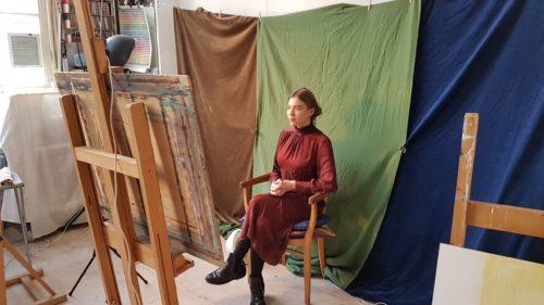 Podp 2018, model Florence zit voor de camera in Portretschool Amsterdam